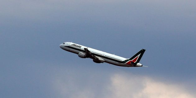 Bimba muore su volo Beirut-Roma, atterraggio di emergenza a