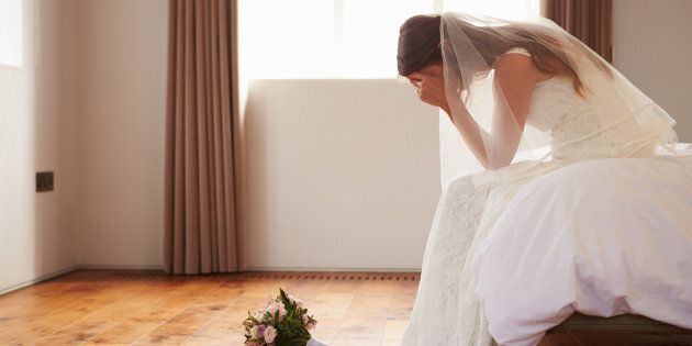 La sposa chiede 1290 euro agli invitati come regalo di nozze. Gli ospiti e il fidanzato non la prendono