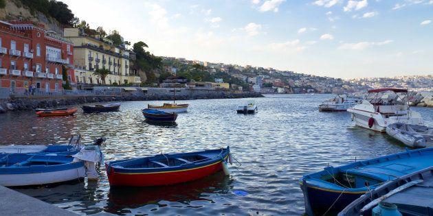 In barca d'estate, con un racconto di Patroni