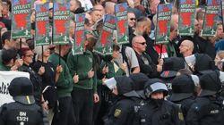 Germania spaventata dalla caccia allo straniero dei neonazisti. Merkel:
