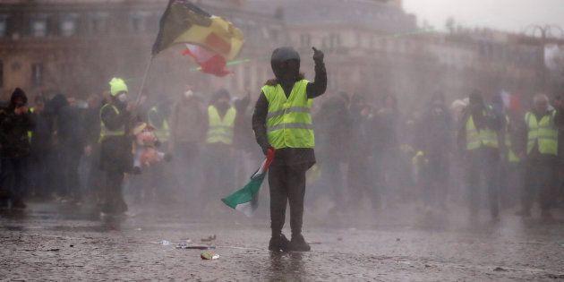 Nono sabato di protesta dei gilet gialli. Primi scontri sugli