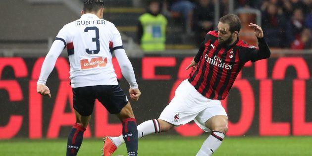 Genoa-Milan di lunedì alle 15 fa infuriare i tifosi: