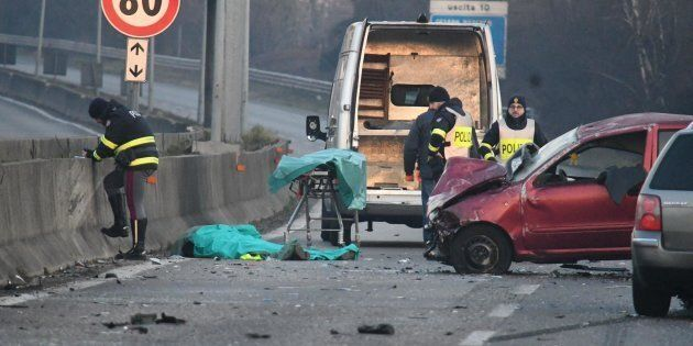 Tassista scende a soccorrere coppia ferita in incidente: travolto e ucciso sulla superstrada