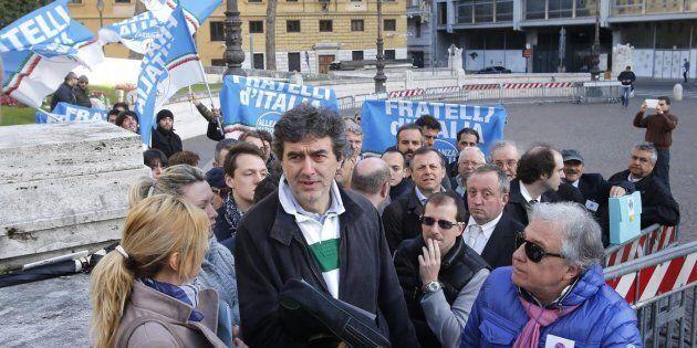 Il centrodestra in Abruzzo si è già rotto e ha perso il centro, tra mogli, veti e