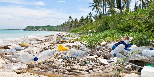 Earth Day 2018 contro la plastica: al via la campagna per il riciclo dei telefoni