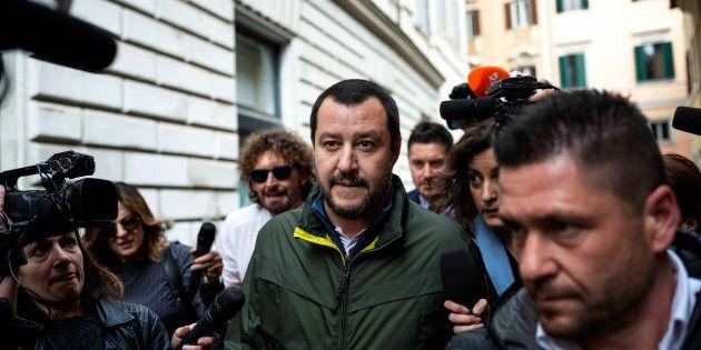Flat tax, Salvini su Facebook: