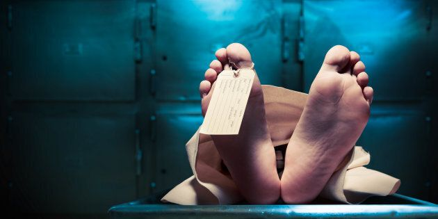 Dichiarata morta, si sveglia nella cella frigorifero dell'obitorio, ma muore per