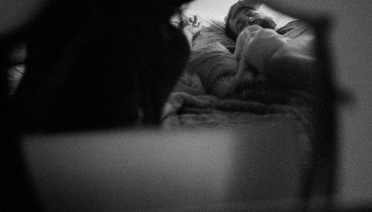 Queste foto raccontano la storia d'amore di Giulia e John, due amanti distanti, separati dal