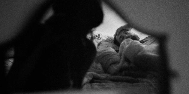 Fragments di Giulia Berto, a Parigi la mostra fotografica su un amore distante: