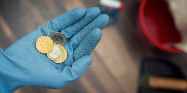 Stop agli stipendi in contanti ma non per i domestici: ecco come