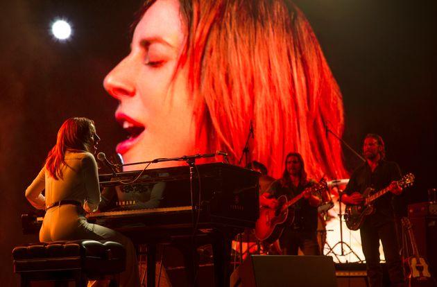 Lady Gaga sfida Judy Garland e Barbra Streisand e perde due a