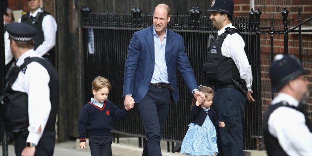 William porta George e Charlotte a salutare il