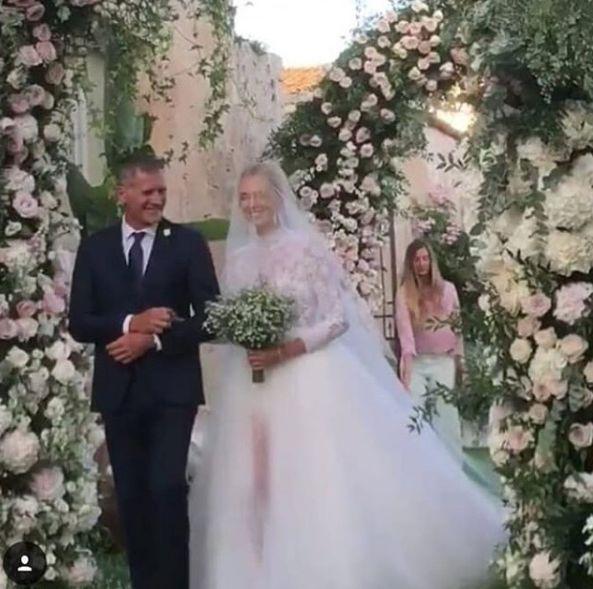 Il vestito da sposa di Chiara Ferragni lascia tutti senza