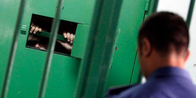 01/10/2012 Napoli, Carcere di Poggioreale, celle di sicurezza 01/10/2012 Napoli, Carcere di Poggioreale,...