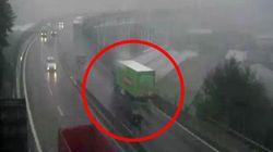 In un nuovo video si vede come il camion Basko ha evitato di finire giù dal ponte