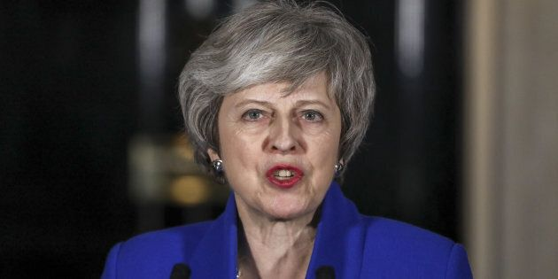 Brexit, May pronta a usare militari in caso di no