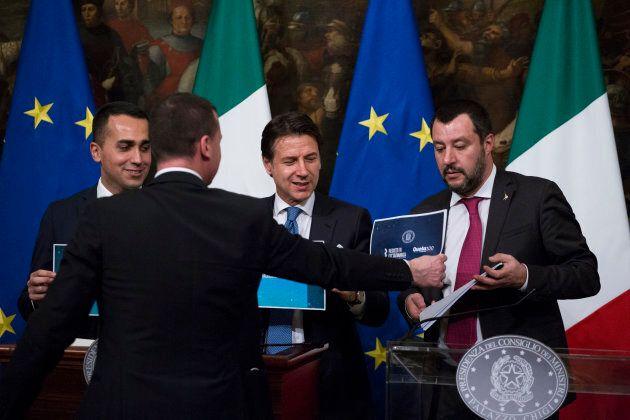 Niente foto con il reddito di cittadinanza, Salvini non ci mette la faccia fino in