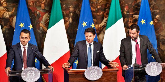 Opposizione contro il decretone. Renzi: