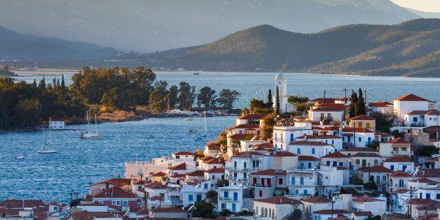 Traghetti dalla Grecia per l'Italia cancellati o in ritardo per lo sciopero dei marittimi. Disagi per...