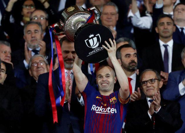 In lacrime davanti ai compagni di squadra: Andres Iniesta annuncia l'addio al