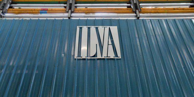 Ilva: nella bozza dell'accordo con Mittal previsti oltre 10mila assunti. I sindacati non ci