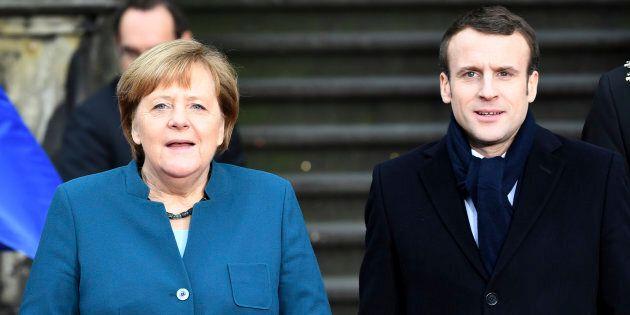 Fischi e urla sul rinsaldato asse franco-tedesco. Proteste alla firma del trattato di Aquisgrana tra...