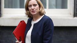 Scandalo migranti, si dimette la ministra dell'Interno inglese Rudd. May: