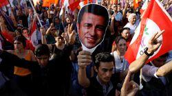 Turchia, condannato per terrorismo Demirtas nel giorno in cui l'ultimo giornale indipendente perde la leadership