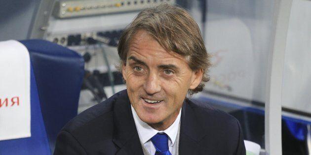 Roberto Mancini verso la panchina della Nazionale. La Figc: