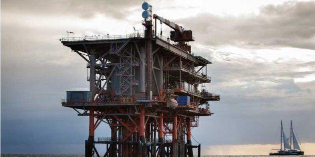 Le estrazioni di petrolio vanno avanti, ma a un prezzo più alto. Salvini sbotta contro il
