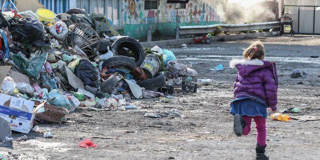 Il reddito di cittadinanza andrà a 240mila famiglie straniere, 77mila in più di quanto stimato. I Rom:...