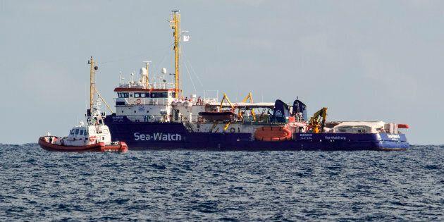 Matteo Salvini vuole trascinare Sea Watch in tribunale. Blitz di tre politici a