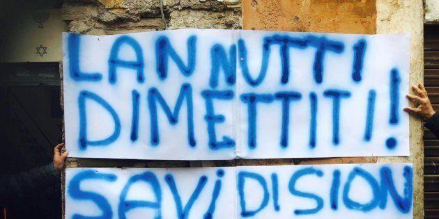 Al Ghetto ebraico di Roma manifesti contro Elio Lannutti: