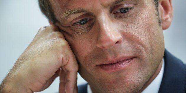 La popolarità di Emmanuel Macron precipita sempre di più. Prova il rilancio con misure