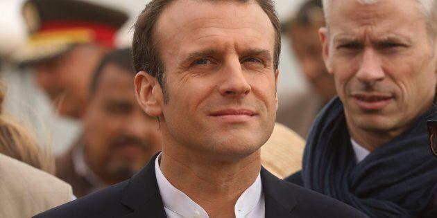 Emmanuel Macron risponde agli attacchi da Roma: