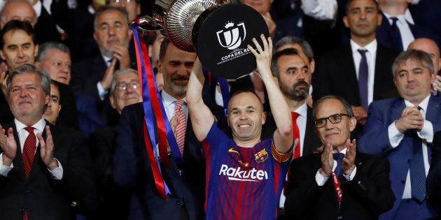 Ubriachi di Iniesta: la Cina offre 27 milioni al giocatore del Barcellona (e 6 milioni per il vino della...