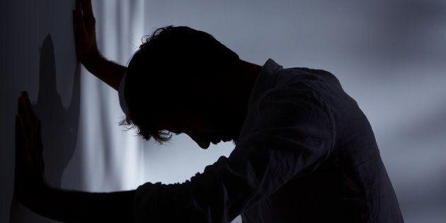 Spara al marito di un'amica e poi si suicida. Il giallo a