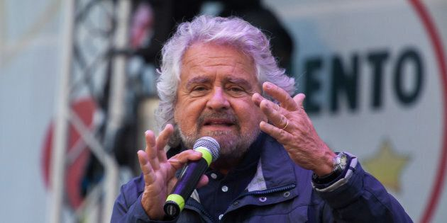 Beppe Grillo rilancia il referendum sull'euro: