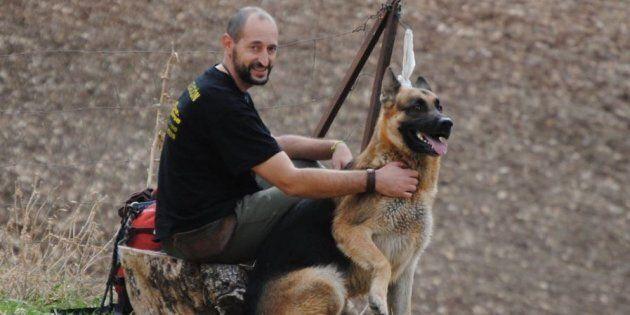 Si getta nel pozzo per salvare il suo cane: vengono trovati morti entrambi a