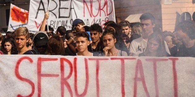Il corteo degli studenti a Napoli contro l'alternanza scuola-lavoro, 13 ottobre