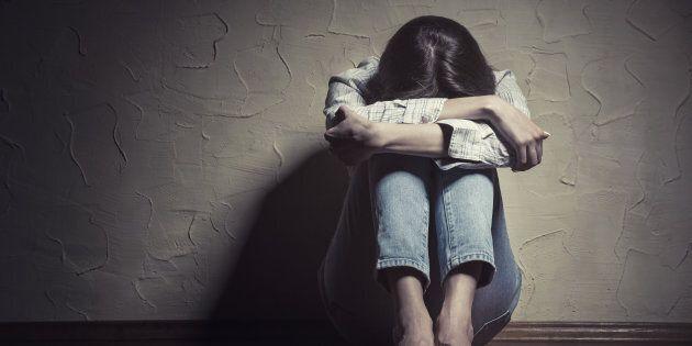 Adescata come babysitter, sequestrata e costretta a prostituirsi: arrestata coppia a