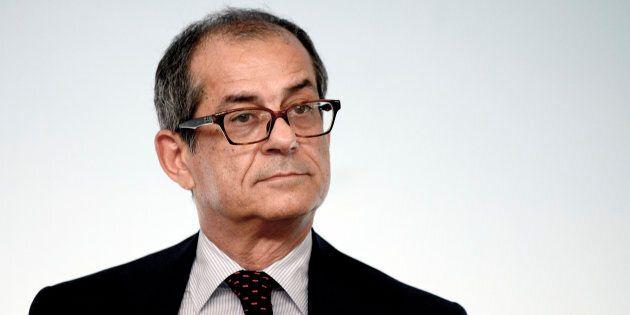 Fonti Ansa, per i grillini 10 miliardi sul reddito di cittadinanza o richiesta dimissioni di Tria. Ma...