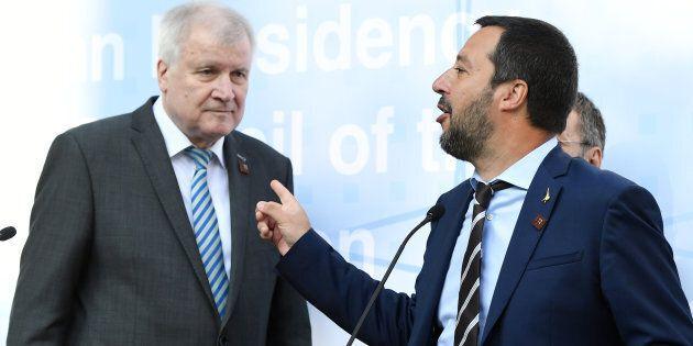 Matteo Salvini cede ai tedeschi: pronto a firmare l'intesa sui respingimenti di migranti dalla Germania...