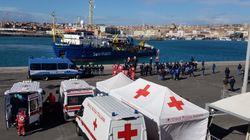 Sea Watch attracca a Catania: nessun sequestro per la nave dell'ong, ma la polizia a bordo fino a tarda