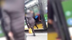 Insulti sul bus ad una mamma con il velo:
