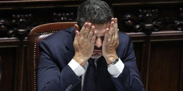 L'ostruzionismo del Pd impegna la Camera fino al mattino. I volti dei parlamentari distrutti dal