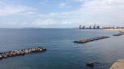 Taranto oltre l'industria: tra libri e mare il nuovo 'oro' della città dei due