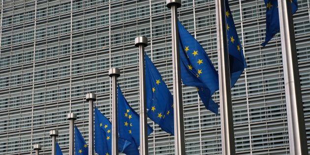 Otto banche nel mirino dell'Ue per un sospetto cartello: avrebbero speculato sui titoli di stato attraverso...
