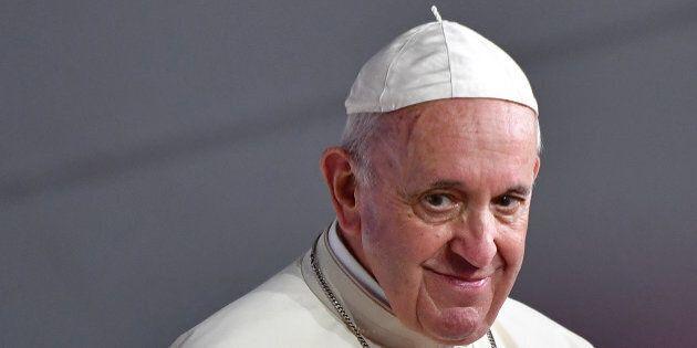 Papa Francesco parte per gli Emirati