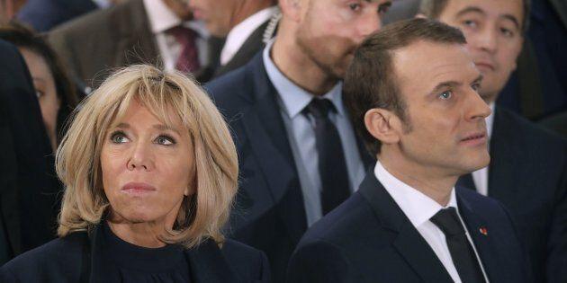 Brigitte Macron con le scarpe di Louis Vuitton in Egitto: polemica contro la premiere